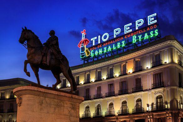 Reiseguide til storbyferie i Madrid, Puerto del Sol by night