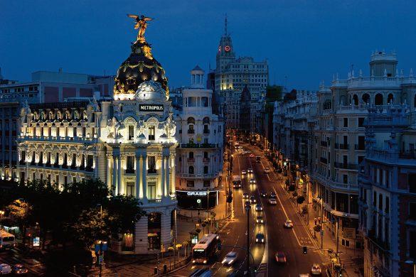 Reiseguide til storbyferie i Madrid, Gran Via om natten
